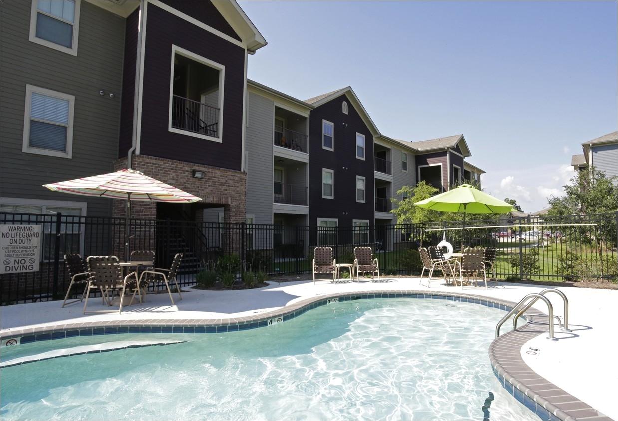 pool mallard crossing apartments