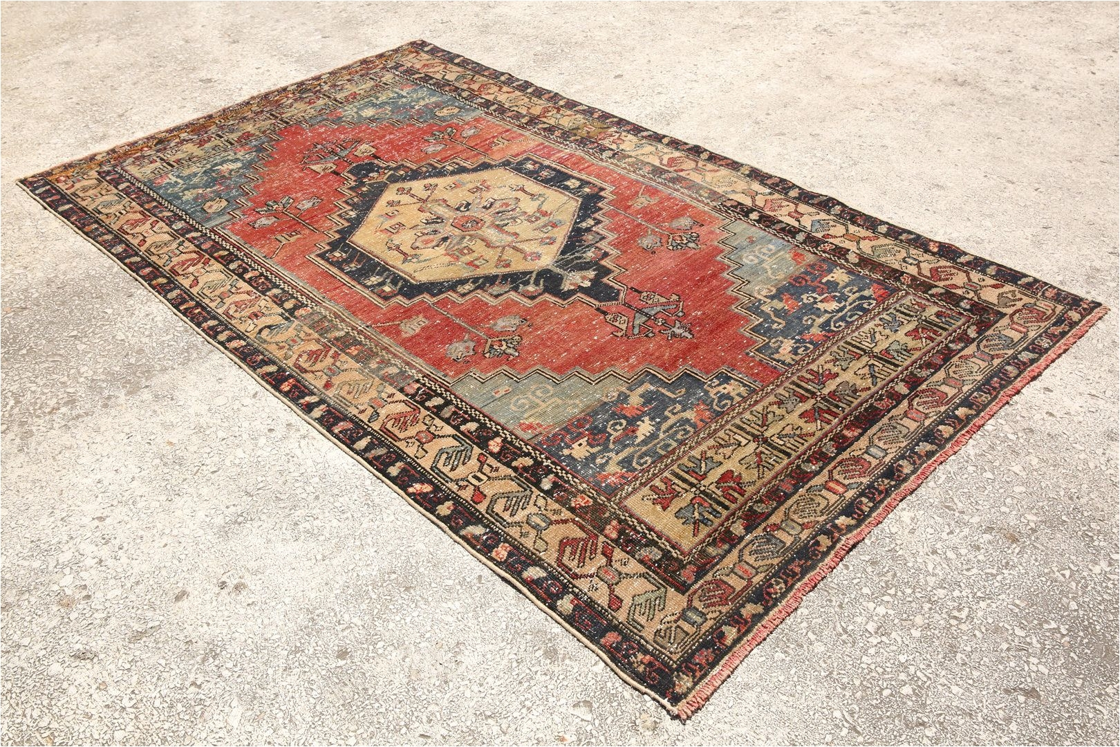 red blue rug 4 6 x7 8 feet