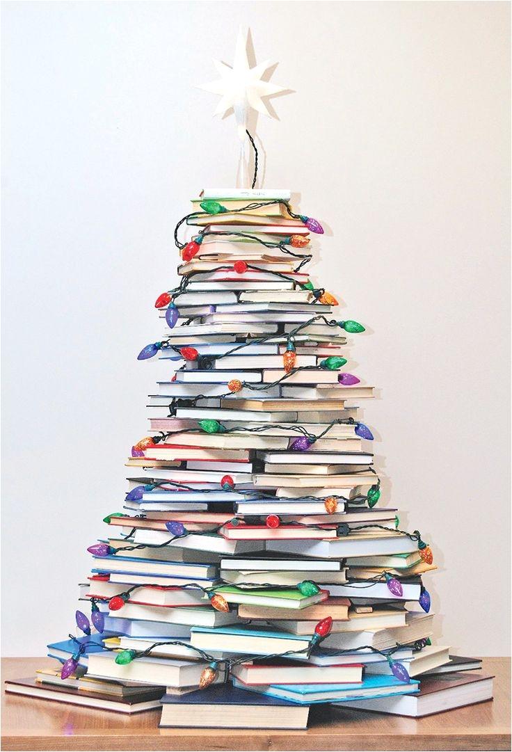 originales arboles de navidad hechos con libros http www icono interiorismo