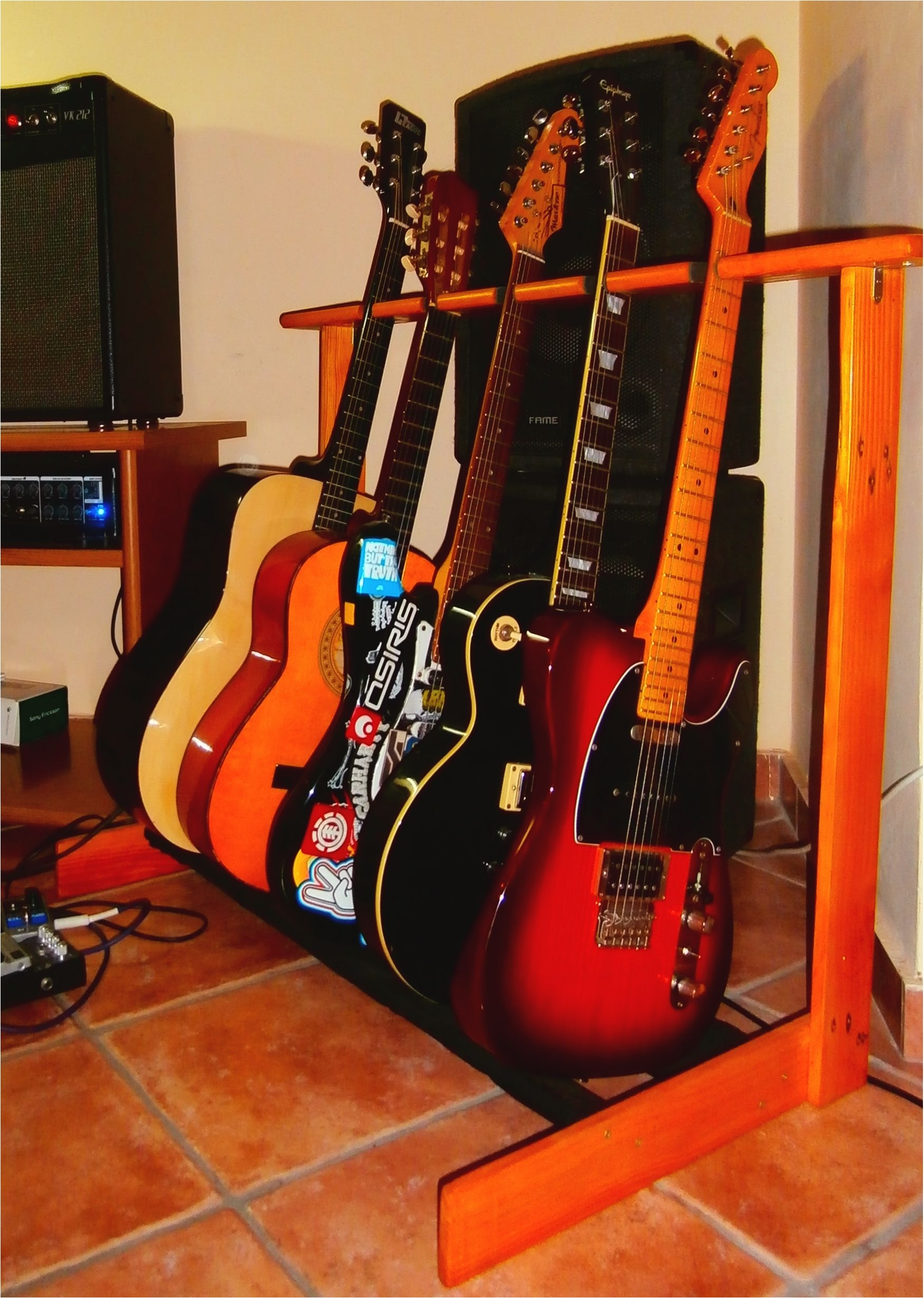 diy pallet guitar stand