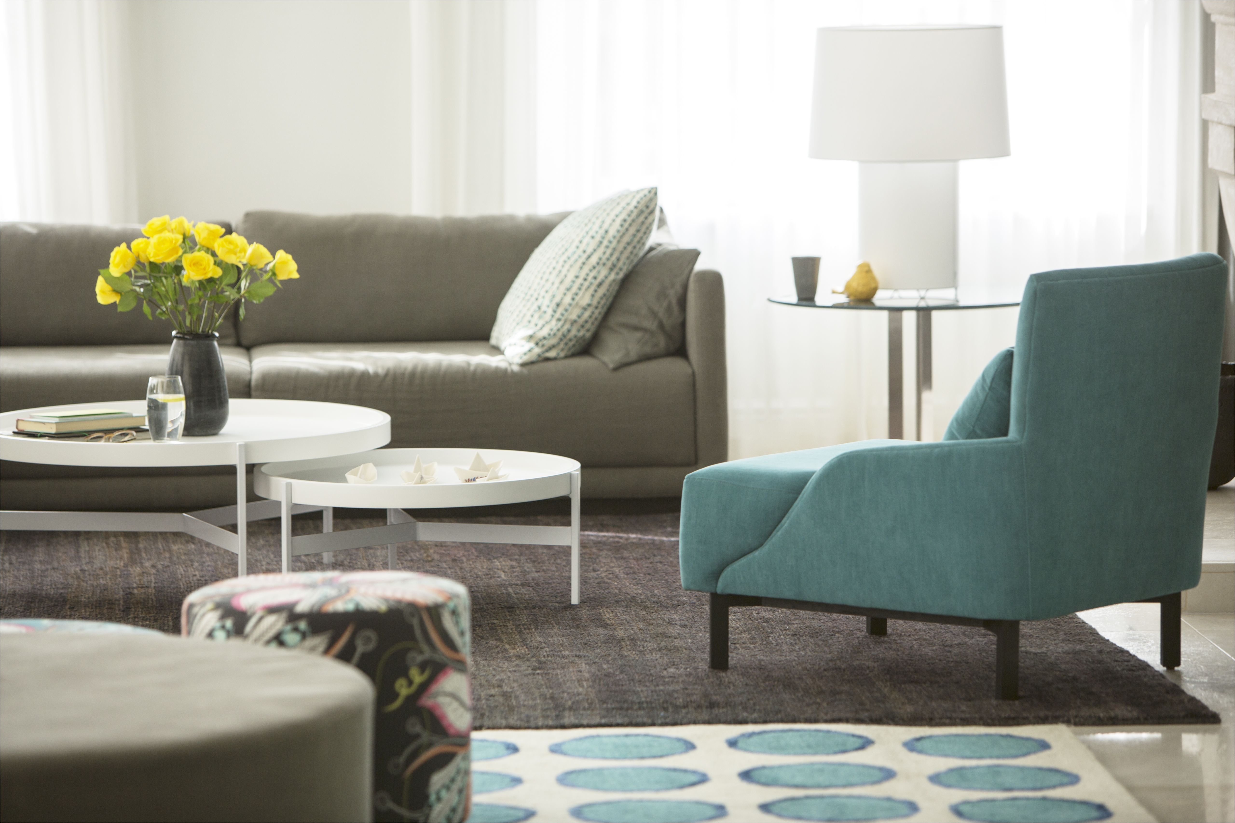 home showcase living room with rose bouquet 568518447 591afea05f9b58f4c0d377f0 jpg
