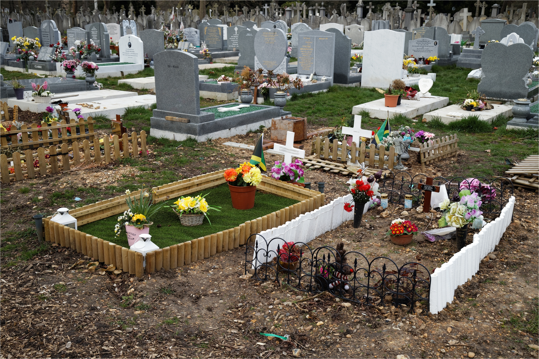 Gravesite Decoration Ideas Cemetery Decoration Ideas Elitflat