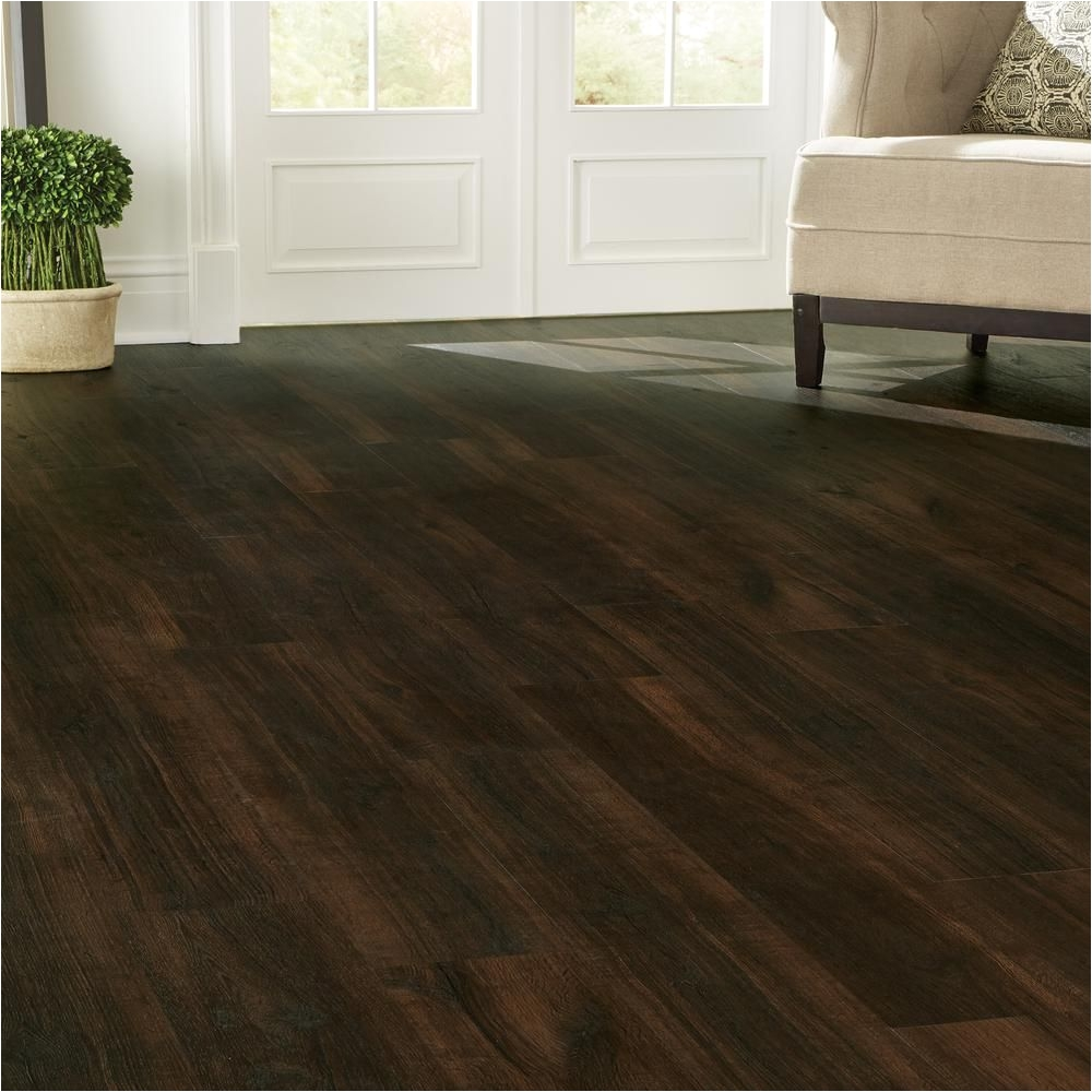 home decorators collection 7 5 in x 47 6 in universal oak luxury vinyl plank flooring 24 74 sq ft case 42515 the home depot