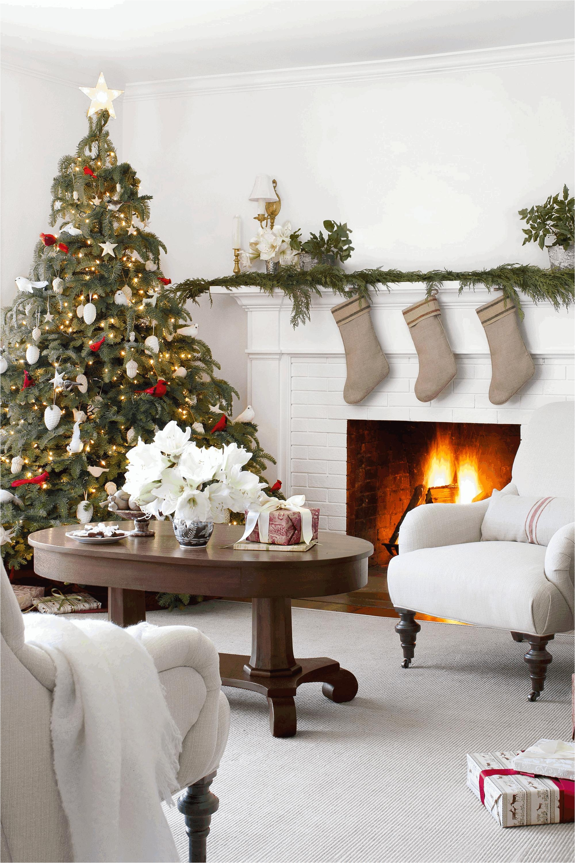 How to Decorate A Round Coffee Table for Christmas
