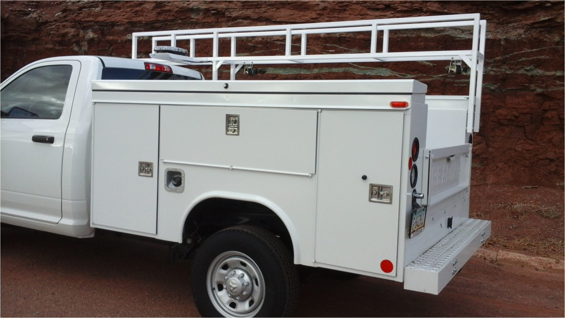 Kargo Master Service Body Ladder Rack Guide Gear Full Size Heavy Duty Universal Aluminum Truck Rack Pipe