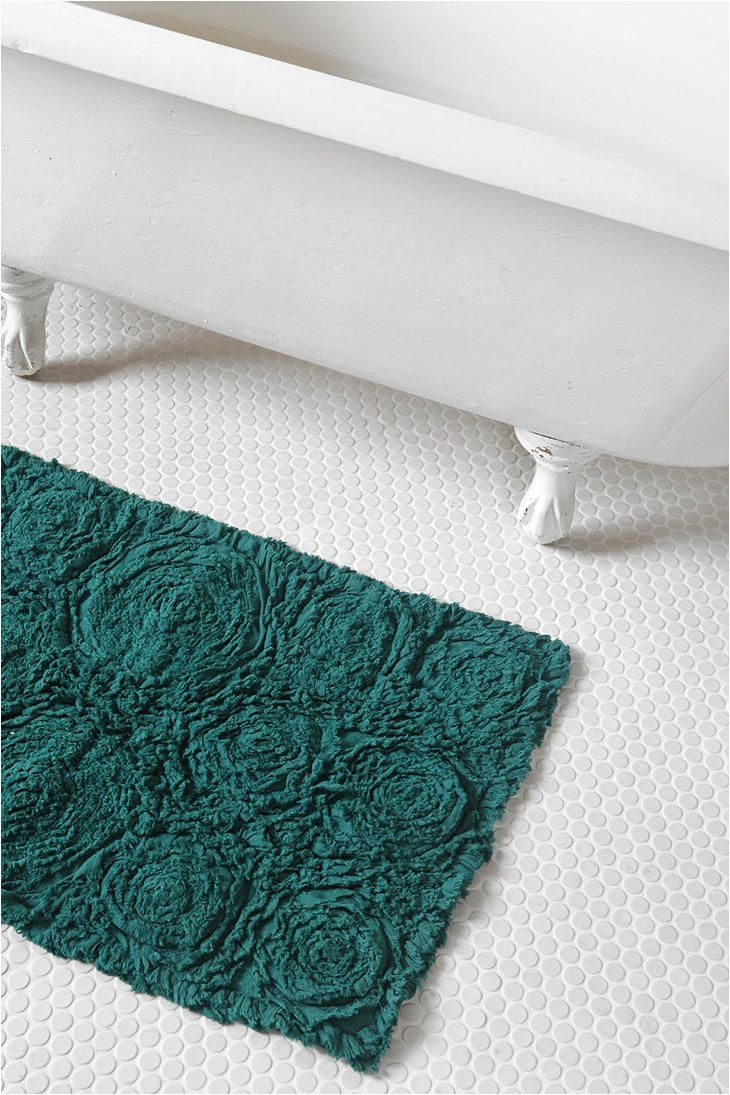 frayed roses bath mat