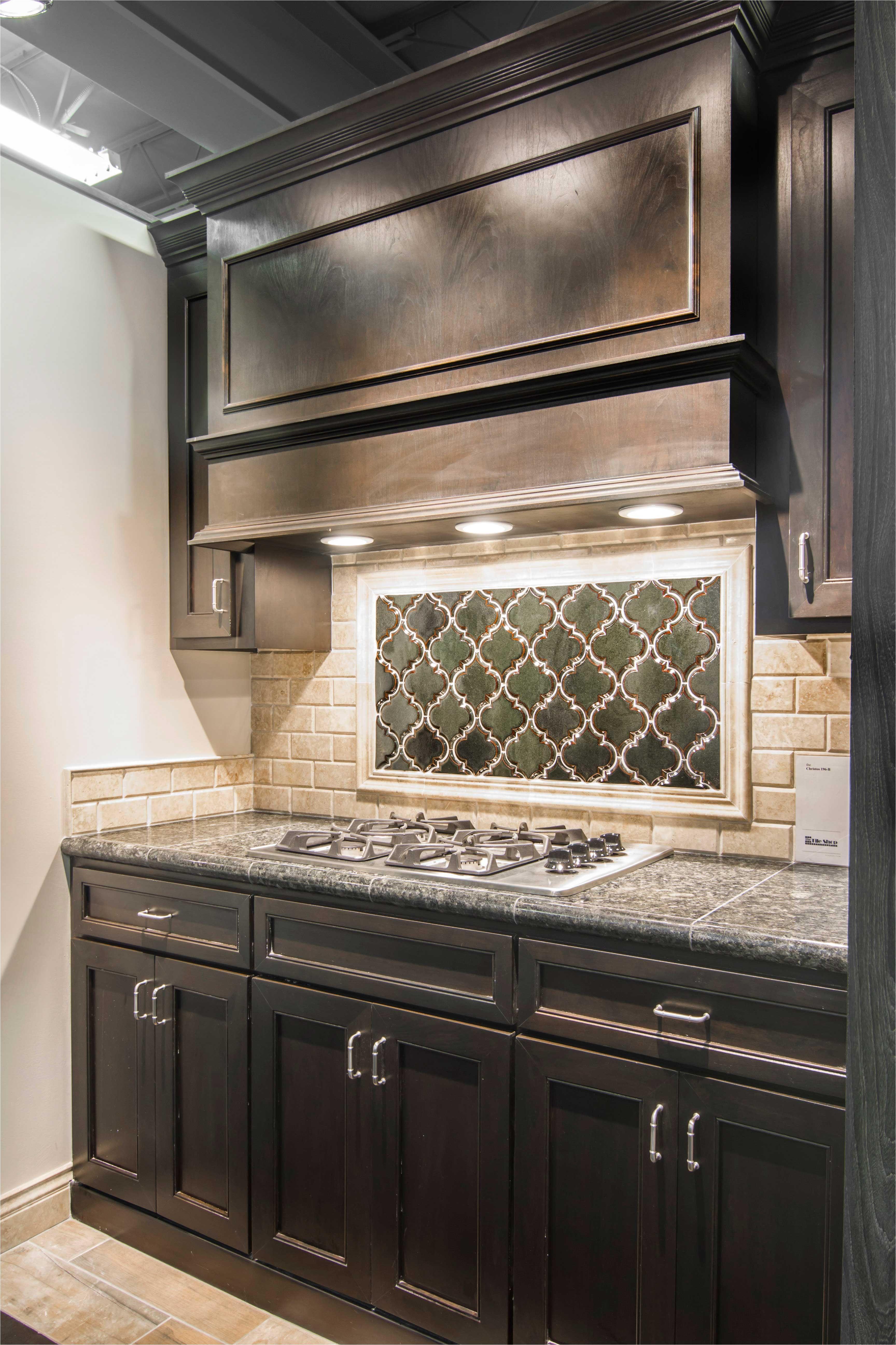 arabesque design kitchen backsplash tile artisan arabesque verde ceramic wall tile https www tileshop com product 494219 do