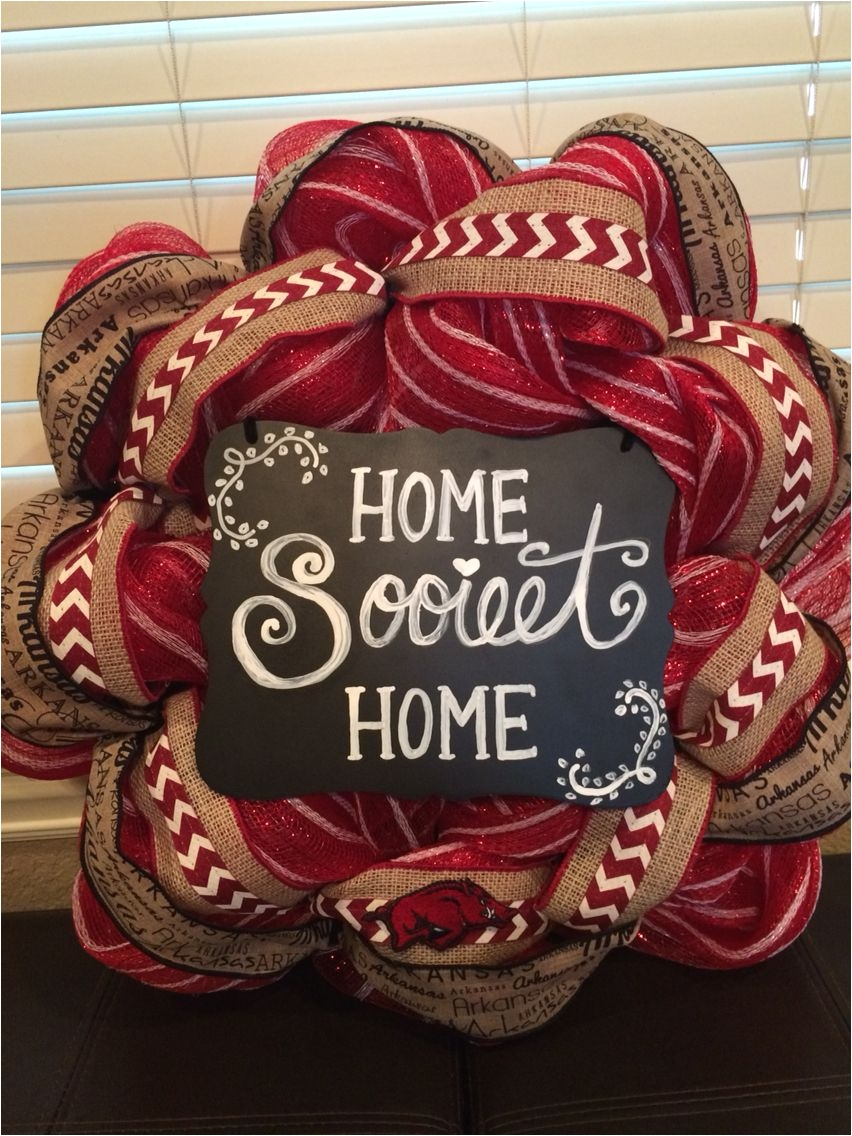 arkansas razorbacks deco mesh wreath that i made my mom made the sign these are so easy and fun to make