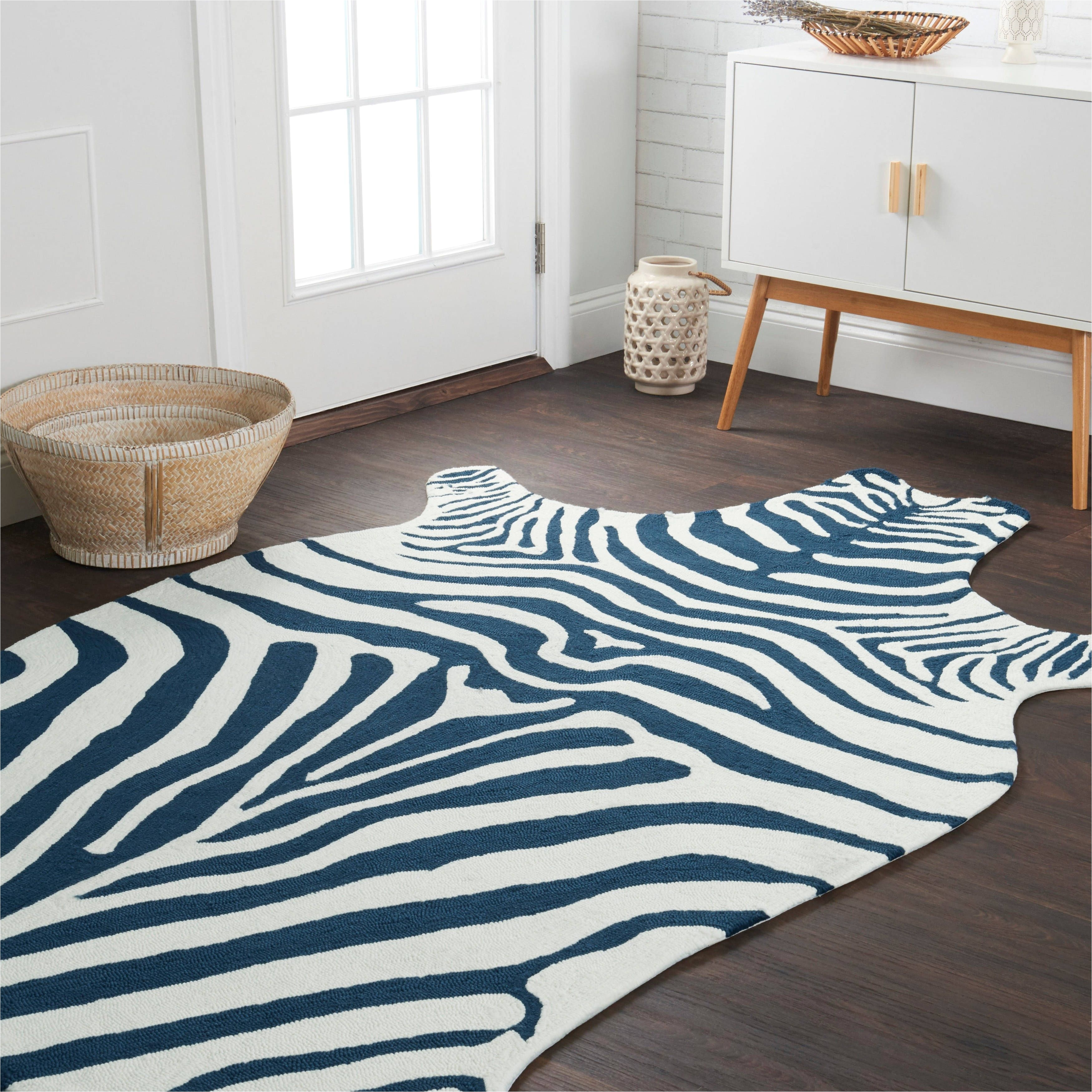 alexander home indoor outdoor hand hooked savannah zebra rug 3 6 x 5 6 blue white 3 6 x 5 6 size 4 x 6 polypropylene animal