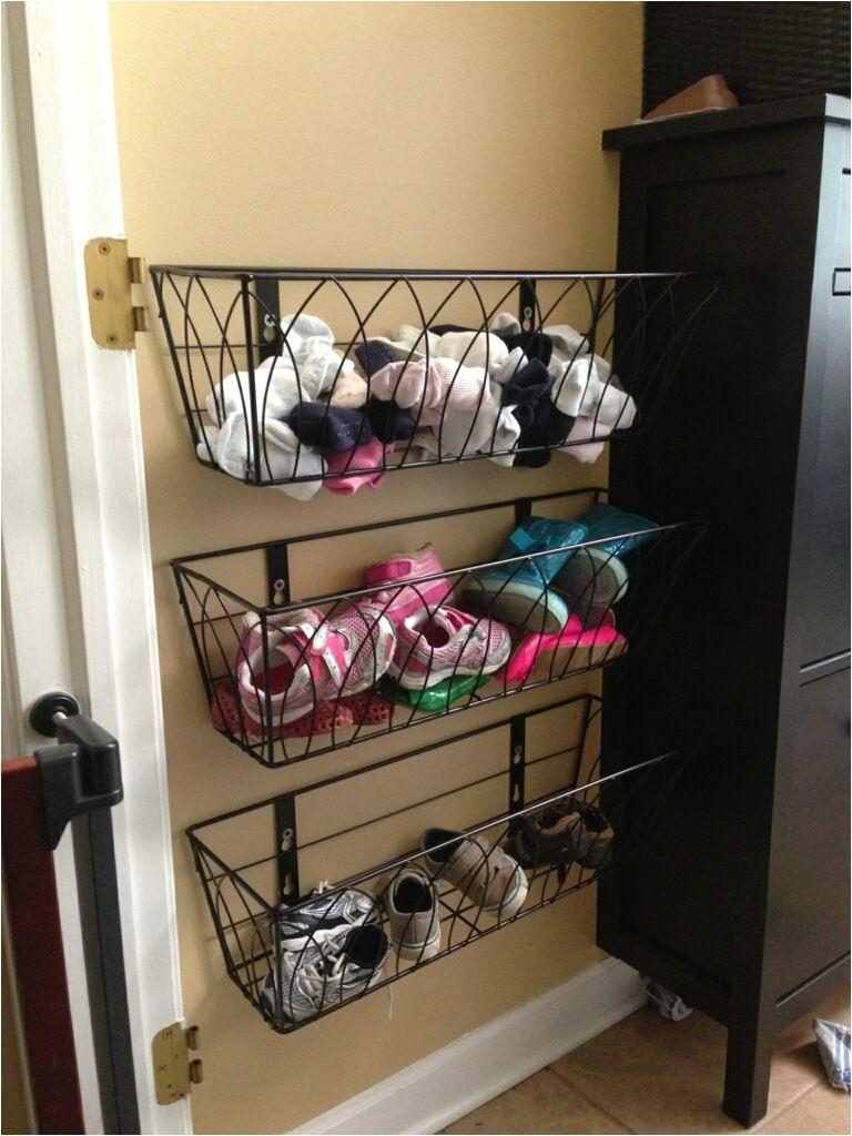 genial idea para que tus zapatos esten siempre organizados aprovecha el espacio con este tip para guardar zapatos guardar zapatos vestido