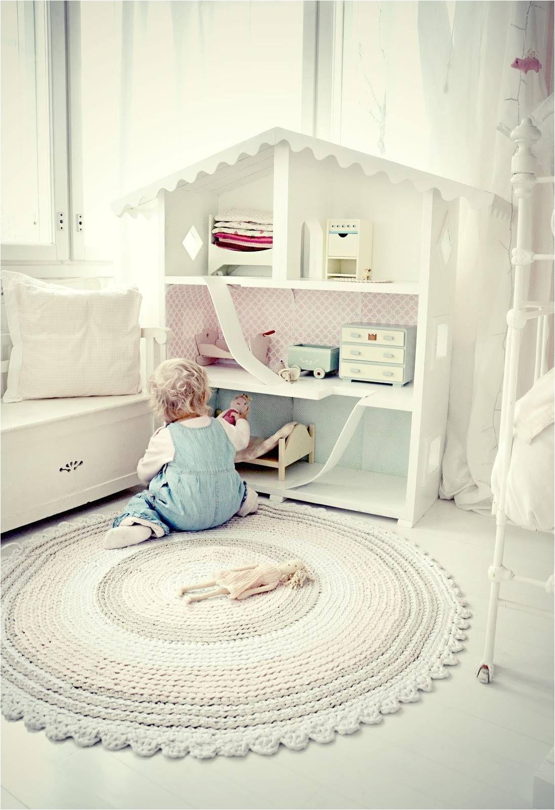 tapetes em croche mais claros em quartos de bebaa ficam um mimo