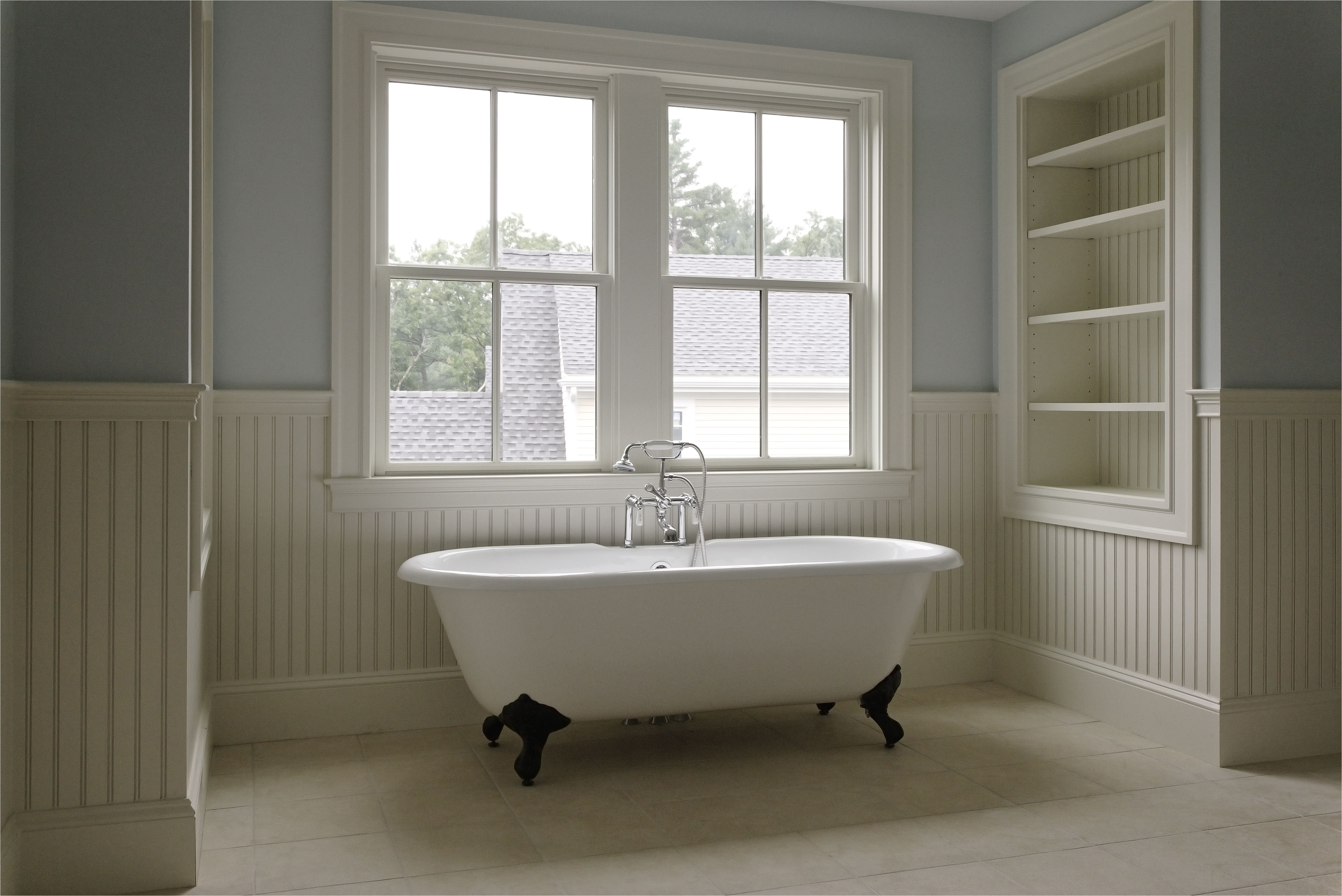 tradional style bathroom with clawfoot tub 133600769 582c8e5d3df78c6f6a4f5d3f