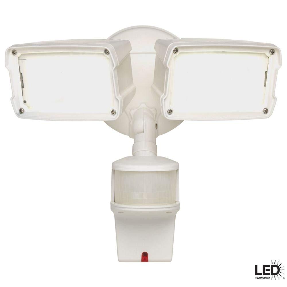 amazon com defiant 180 degree white motion activated led security flood light mst18920dlwdf electronics