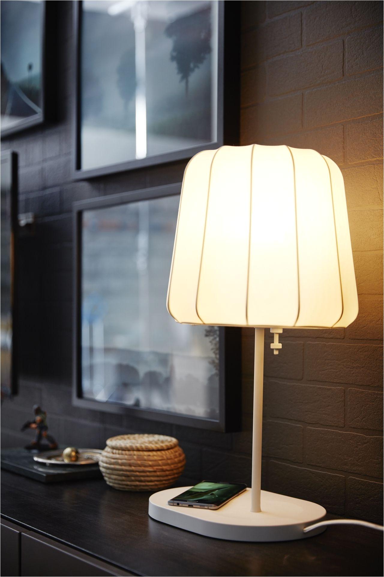 varv tafellamp met draadloos opladen