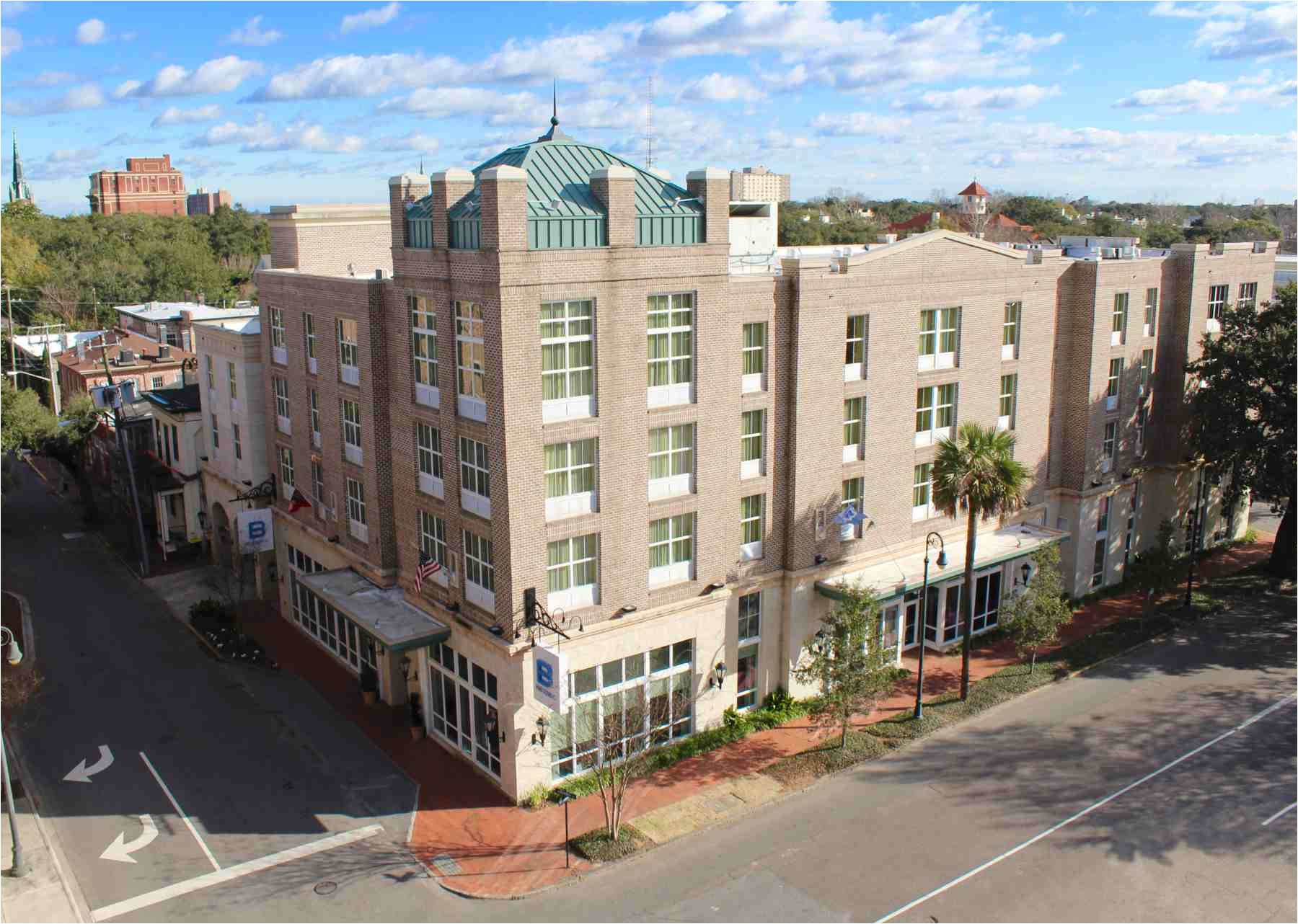b historic savannah hotel georgia exterior 585dc9af3df78ce2c37b7af5