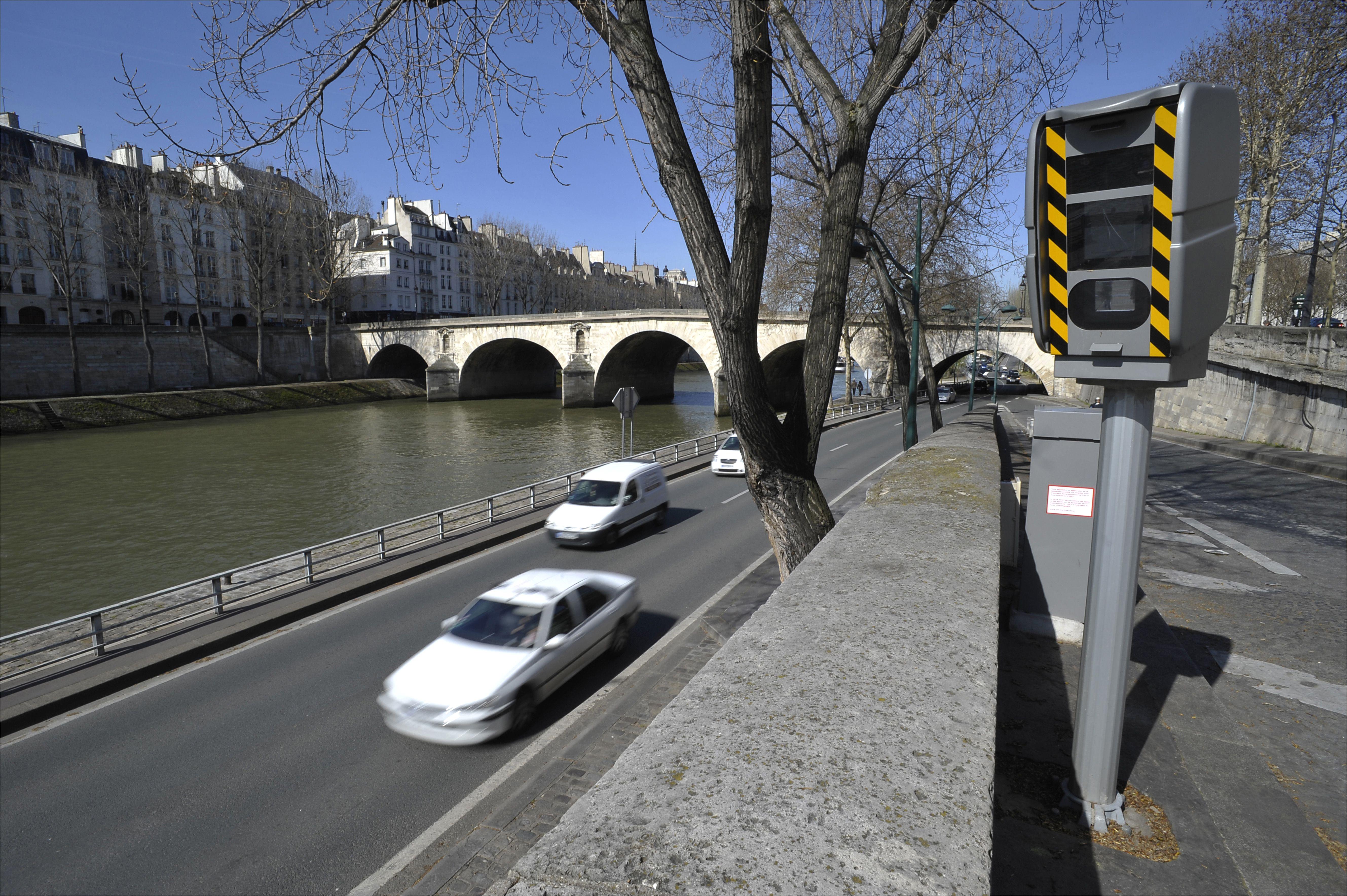 france paris speed camera 127059180 58f2c0fd3df78cd3fc15ea69