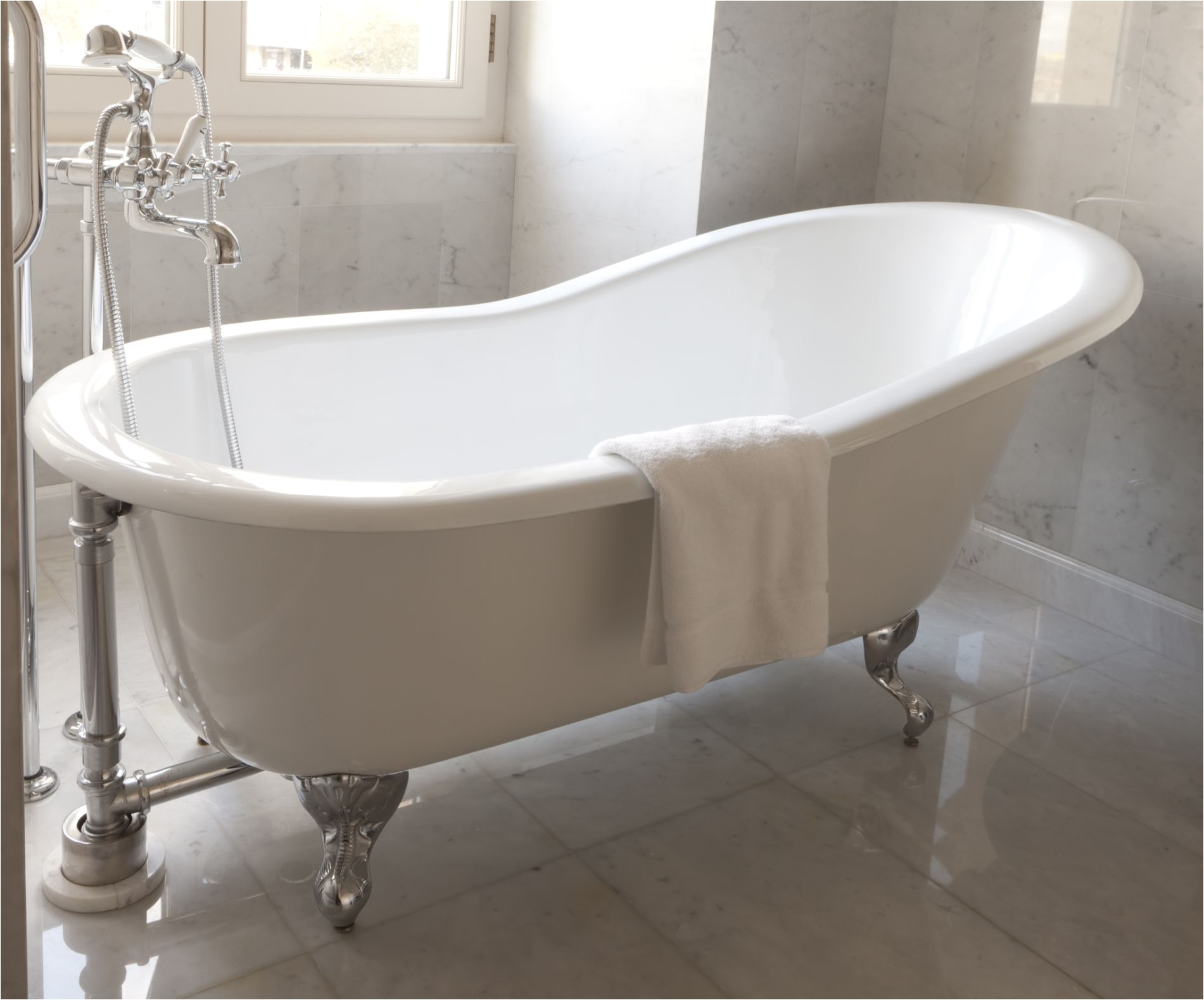 cast iron clawfoot bathtub 184336054 56a4a1865f9b58b7d0d7e676