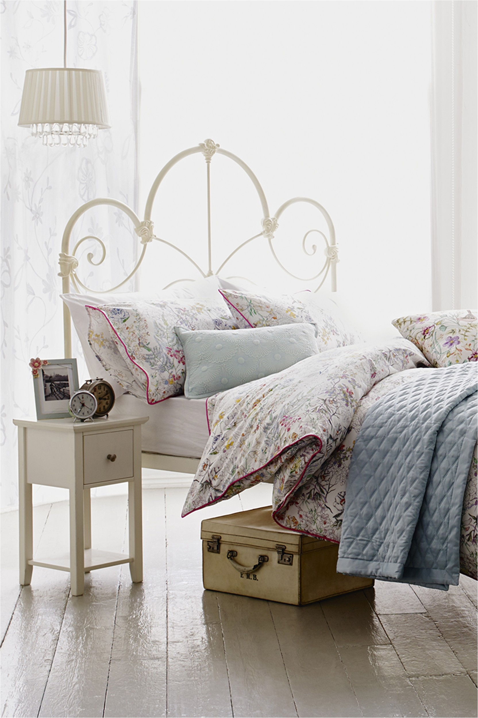 Fetching Furniture Stores Bedroom Sets In Western Bedroom Sets