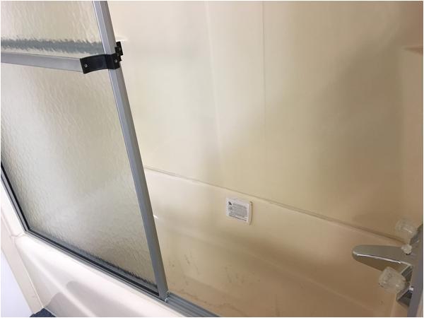 54 x 27 fiberglass tub with optional tub surround