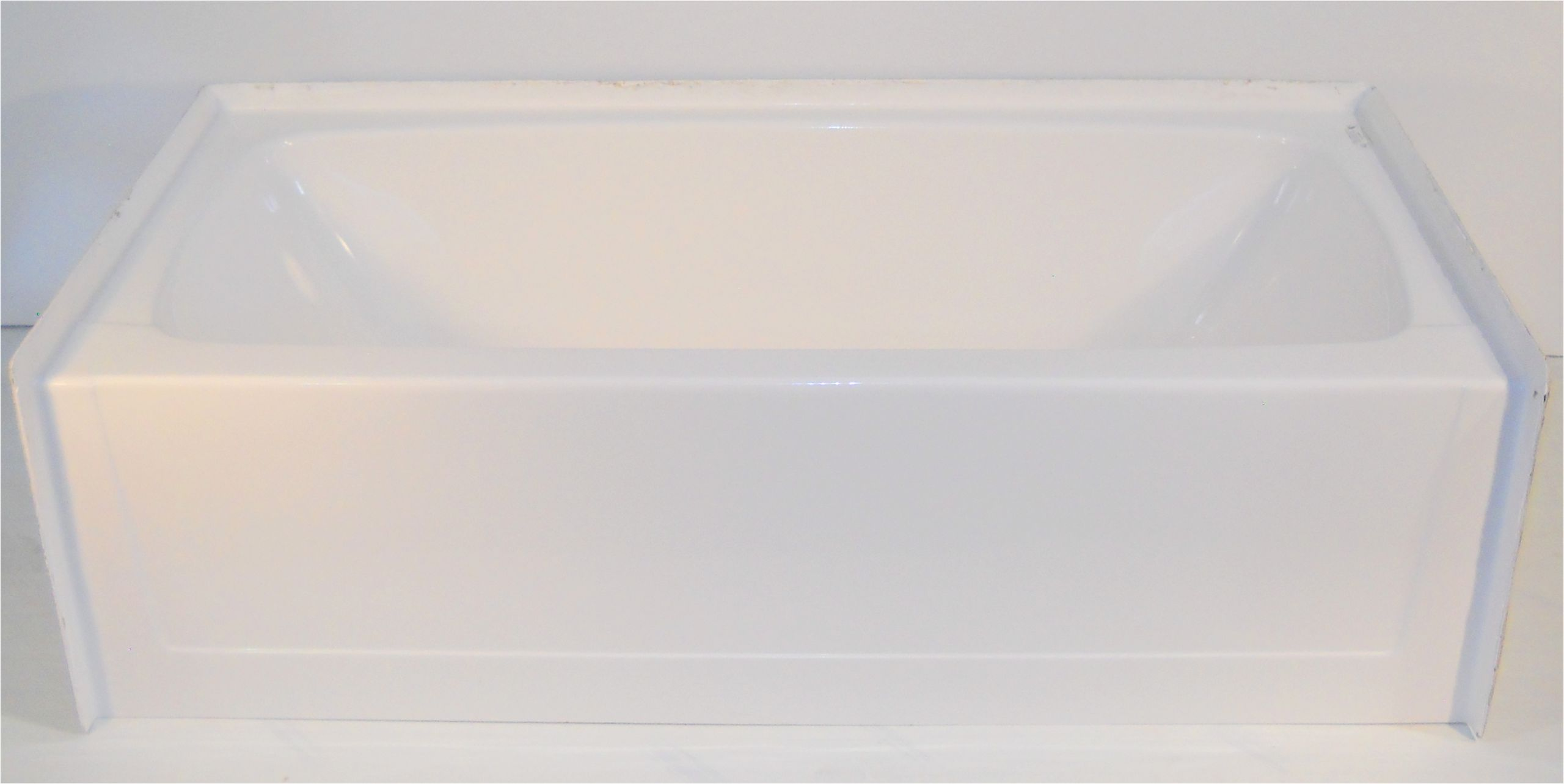 27 in x 54 in fiberglass tubwhitelh