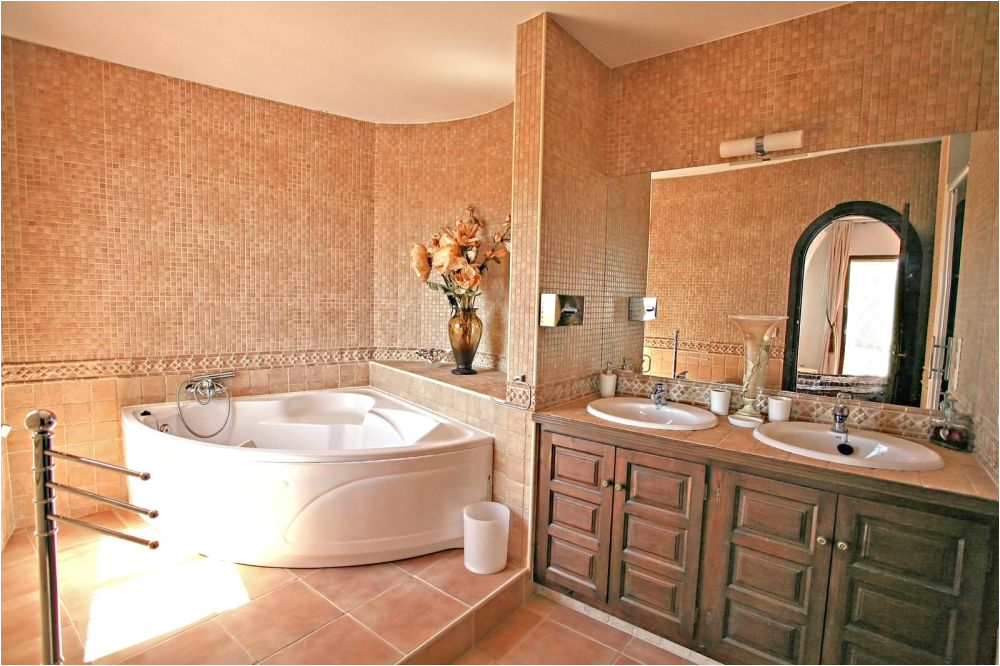 Bathroom with Whirlpool Bathtub 20 Beautiful and Relaxing Whirlpool Tub Designs