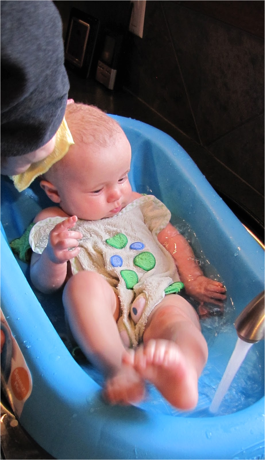cushy cradler newborn baby bath review