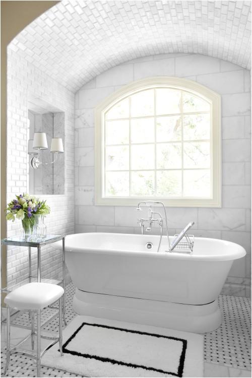 5 pretty pedestal soaker tubs