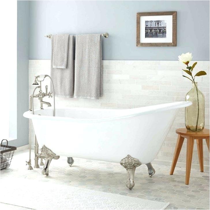 small clawfoot tub
