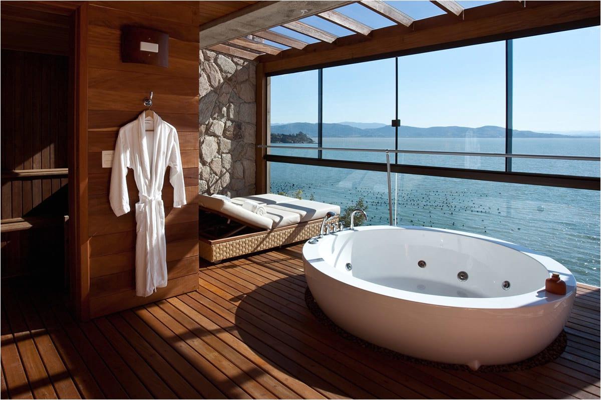 best hotel bathtub views