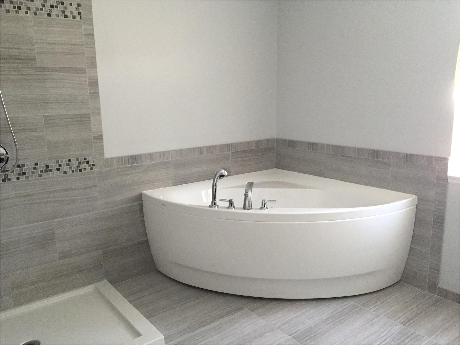 Corner Bathtub Designs Aquatica Olivia Wht Small Corner Acrylic Bathtub