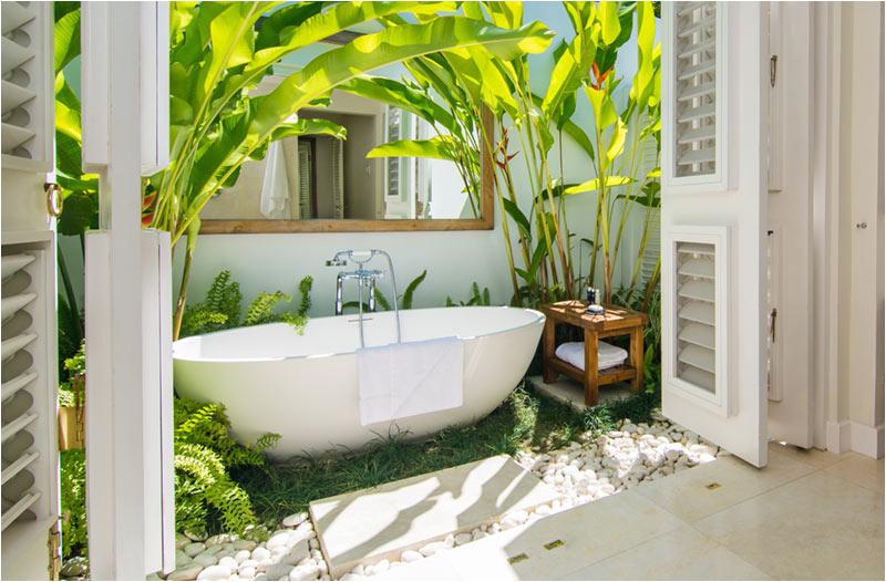 luxury outdoor freestanding bathtub