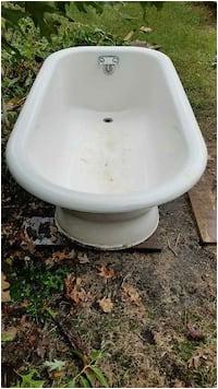 antique skirted original cast iron tub 9398d283 25c8 43a3 911c 8c9eed8f85b8