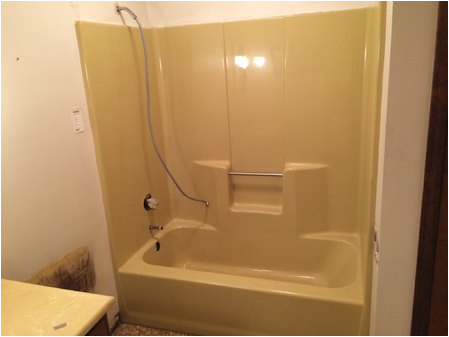 can a fiberglass tub be resurfaced