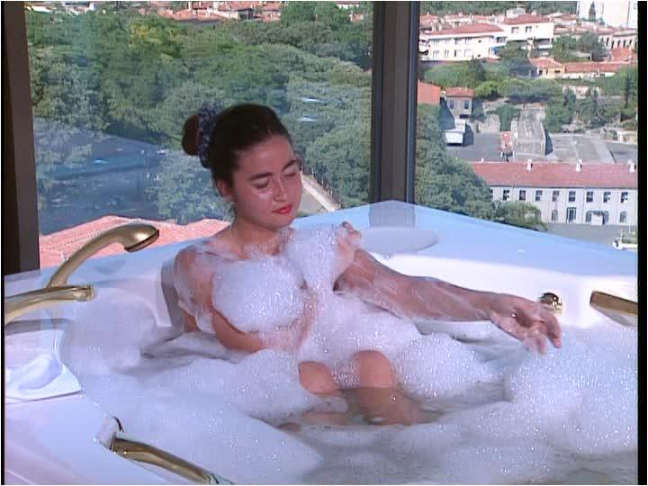 lathering bubble bath whirlpool jacuzzi bosporus