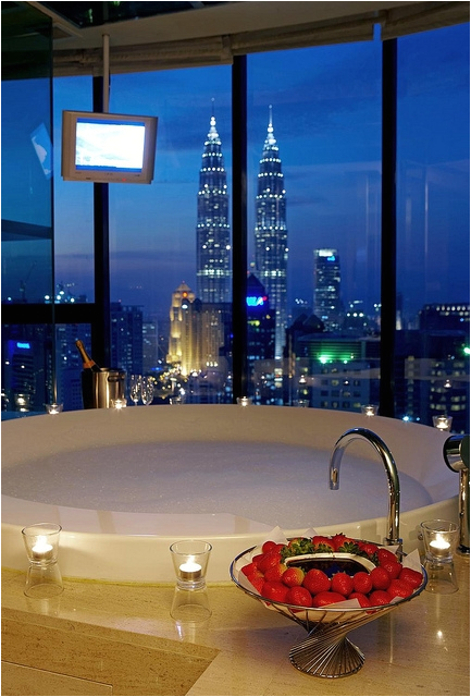 tub with view and strawberry chocolate