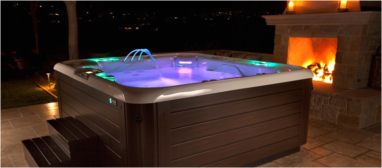 planning the perfect jacuzzi date night