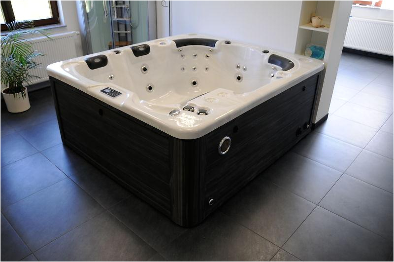 Quality Jacuzzis For Sale ranging from 4 seater to 12 seater