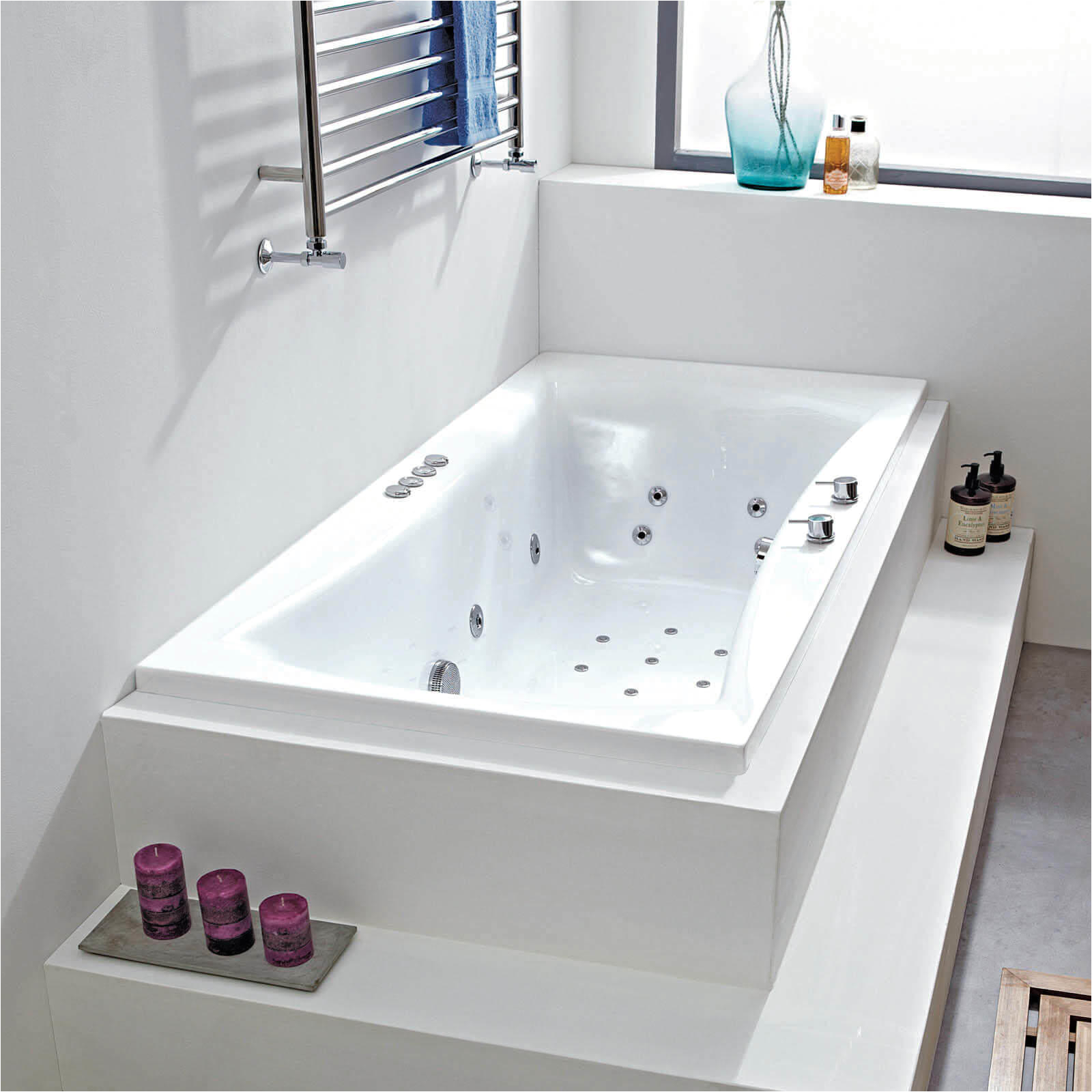 Jacuzzi Bathtubs Uk Cassiopeia 28 Jet Whirlpool Bath