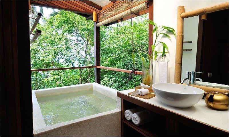 10 hotels stunning outdoor bathtubs