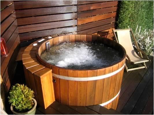 round hot tubs
