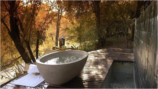 cool spotting outdoor bathtubs