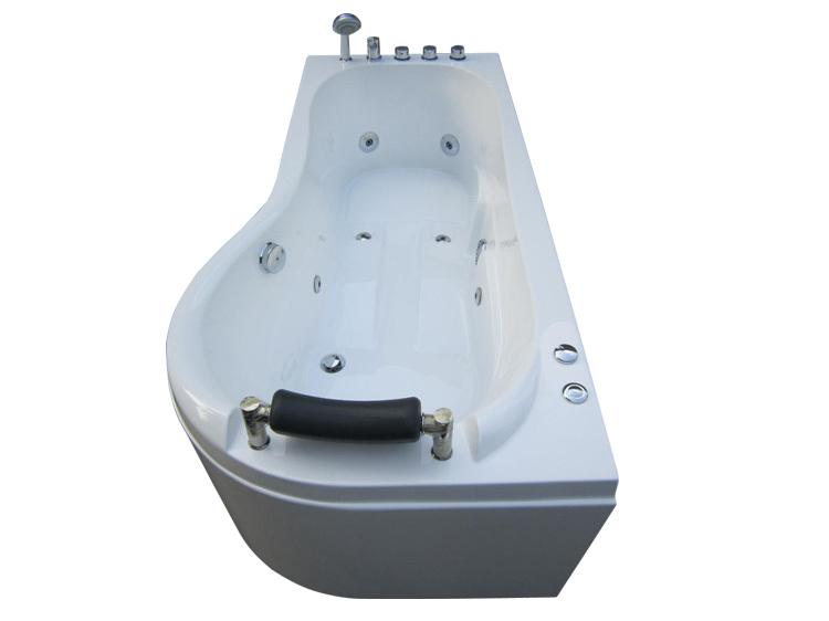 Small portable plastic bathtub for adult
