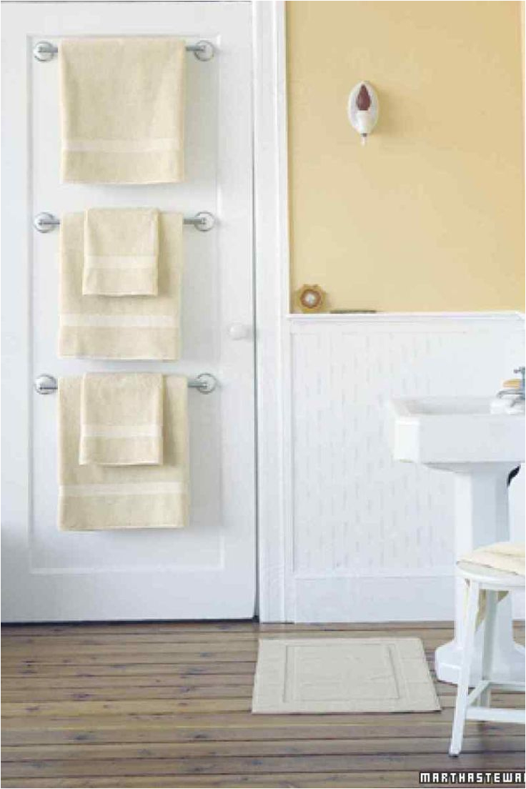 Small Display Bathtubs Ideas to Save Space and Add towel Storage In A Small