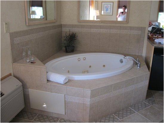 Whirlpool Bathtub Uk Whirlpool Bath Picture Of Skaneateles Suites Boutique
