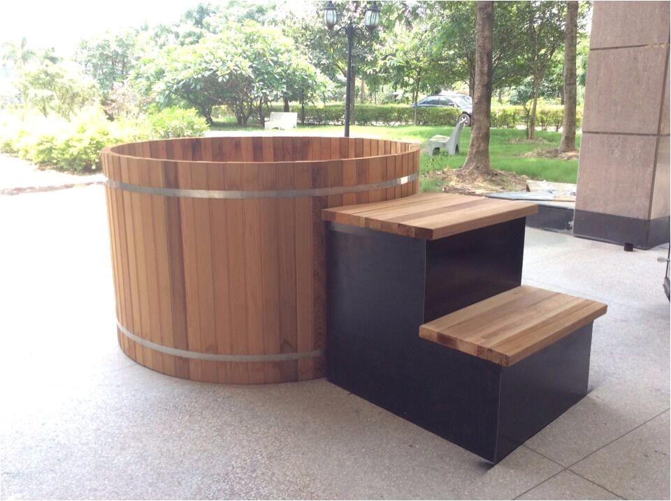 Chinese outdoor wooden barrel bath tub