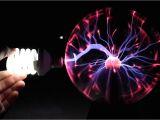 Bola De Plasma Lampara De Lava Bombilla Fluorescente Vs Bola De Plasma Youtube