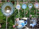 Garden Art From Old Dishes Plate Flowers Garden Art Looks Amazing Pinterest Glass Garden